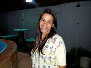 Ex-mulher do tenente suspeito de matar lutador, Izânia Bezerra, de 31 anos, foi morta em atentado em Macaíba, RN (Foto: Arquivo pessoal)