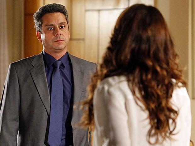 Stenio descobre que Helô o quer fora de casa (Foto: Salve Jorge/TV Globo)