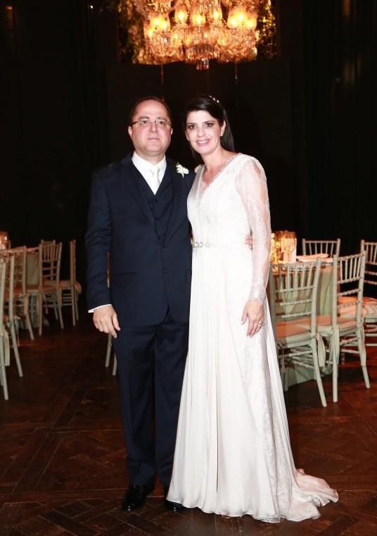 Os noivos: o cardiologista Roberto Kalil Filho e a endocrinologista Claudia Cozer  (Foto: Cissa Sannomiya Fotografia)