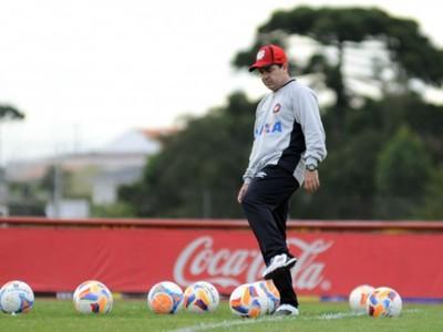 Enderson Moreira Atlético-PR (Foto: Gustavo Oliveira/Site oficial Atlético-PR)
