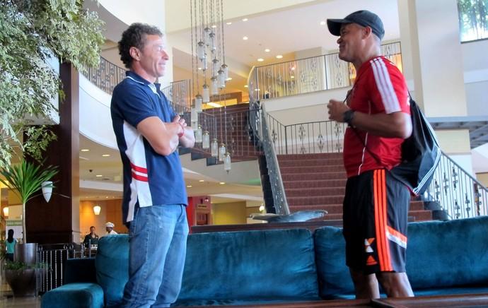 Gil baiano ex-jogador no hotel do flamengo (Foto: Hector Werlang)