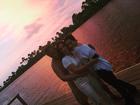 Cleo Pires posta foto abraçadinha com Orlando Morais e Glória Pires