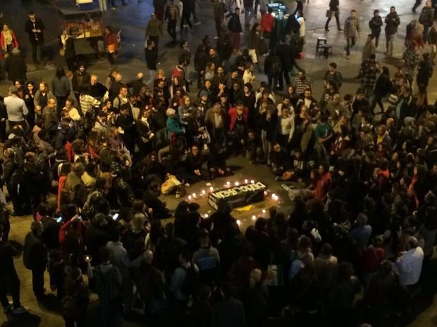 Por volta das 18h, cerca de 250 pessoas participam de ato, segundo organização (Foto: Jonas Campos/RBS TV)