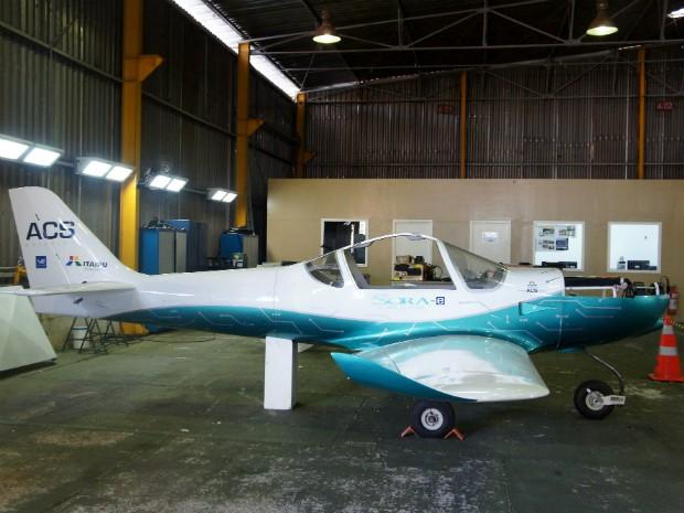 Avião elétrico Itaipu (Foto: Fabiula Wurmeister / G1)