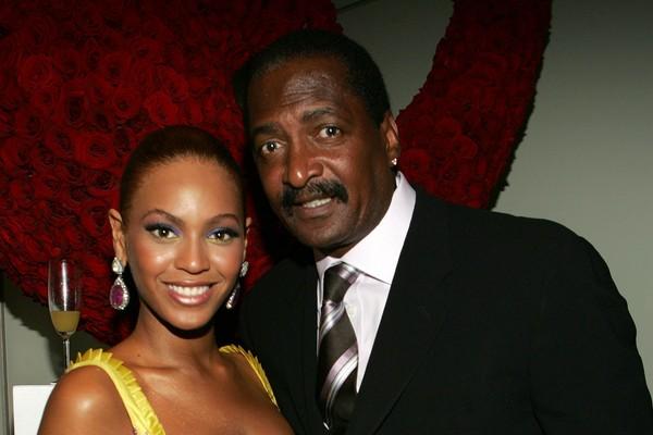 A recente tensão na família de Beyoncé não é a primeira. Em 2011, a cantora demitiu seu pai, Mathew Knowles, que era seu agente e, desde então, a relação entre eles não é das melhores (Foto: Getty Images)