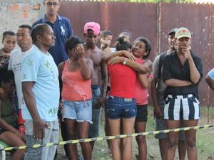 Familiares ficaram abalados com o acidente do homem (Foto: Ellyo Teixeira/G1)
