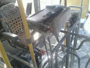 Assaltantes atearam fogo no caixa do ônibus (Foto: Jéssica Melo/TV Mirante)