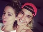 André Gonçalves posa juntinho com Danielle Winits e se declara: 'Te amo'
