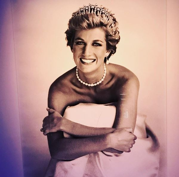 Sam McKnight and photographer Patrick Demarchelier's image for Vogue changed Princess Diana's perception of herself. It was the beginning of getting into Versace and moving away from the crown. R (Foto: Suzy Menkes)