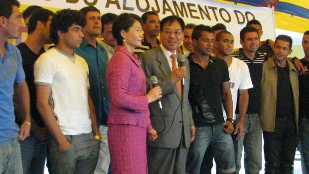 time do Atlético Sorocaba com o presidente Heung Tae Kim (Foto: Rafaela Gonçalves / GLOBOESPORTE.COM)