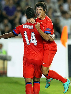 Philippe Coutinho comemora gol na partida do Inter de Milão (Foto: EFE)