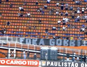 faixa protesto Corinthians Fora Gobbi jogo (Foto: Rodrigo Faber)