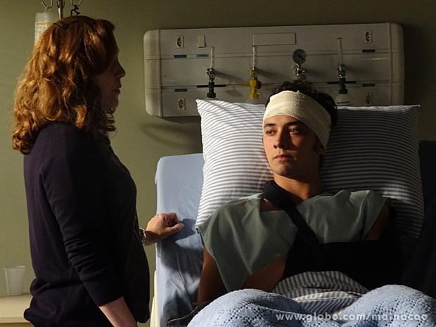 Vera ficou chocada com o jeito estranho de Ben (Foto: Malhação / TV Globo)