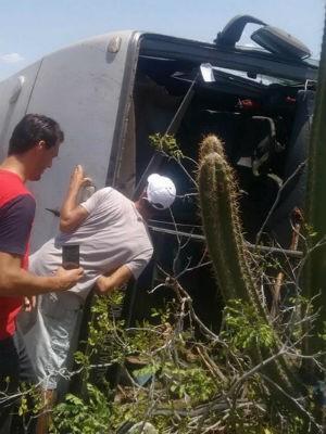 Segundo PRE, motorista perdeu controle de veículo ao desviar de colisão (Foto: Leandro Alves/Bahia10.com.br)