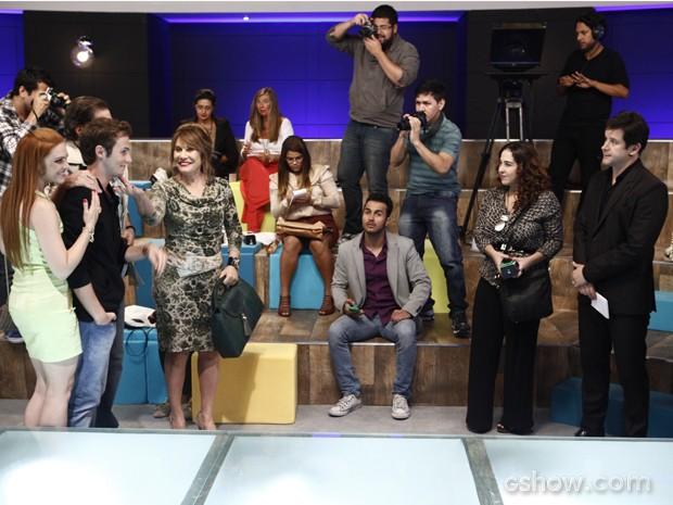 Gláucia avisa que Danilo entrou no concurso e deixa Jonas pasmo (Foto: Inácio Moraes/Geração Brasil)