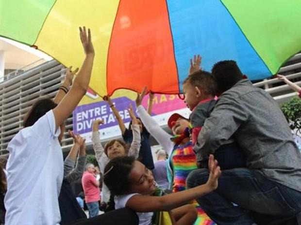 A rede 'As Fissuradas' promove encontros entre as famílias, como esse que aconteceu na Avenida Paulista, em São Paulo  (Foto: Arquivo pessoal)