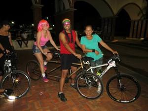Ciclistas entram em clima de festa e pedalam com fantasias de carnaval (Foto: Paulo Maia Sobrinho/Arquivo Pessoal)
