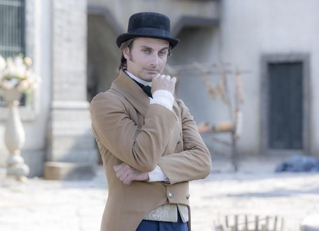André Dias caracterizado como Patrício, personagem de 'Novo Mundo' (Foto: Divulgação)