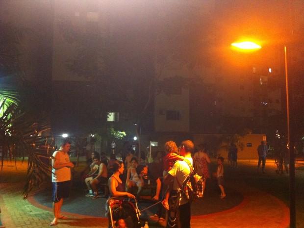 Moradores de Porto Velho sairam do prédio após tremor nesta terça, 24 (Foto: Renata Silva/ Arquivo Pessoal)