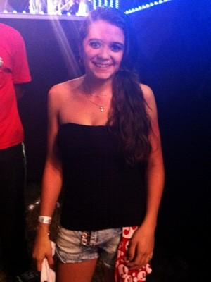 Mariane jogou o sutiã para Luan Santana durante show (Foto: Paula Menezes/ G1)