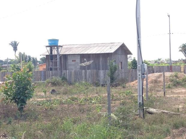 Casa onde mulher é mantida em cárcere privado (Foto: Dayanne Saldanha/G1)