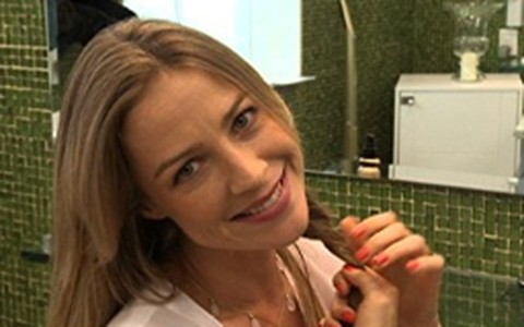 Tratamento com óleo de argan recupera o brilho e a maciez do cabelo