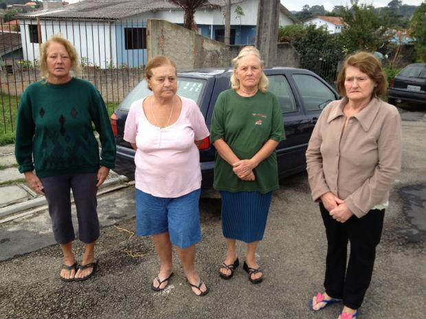 As irmãs Doraci, Isabel, Sílvia e Lorete contaram que a vítima fazia o percurso até a venda para comprar pão, biscoito e leite duas vezes por dia (Foto: Thais Kaniak / G1 PR)