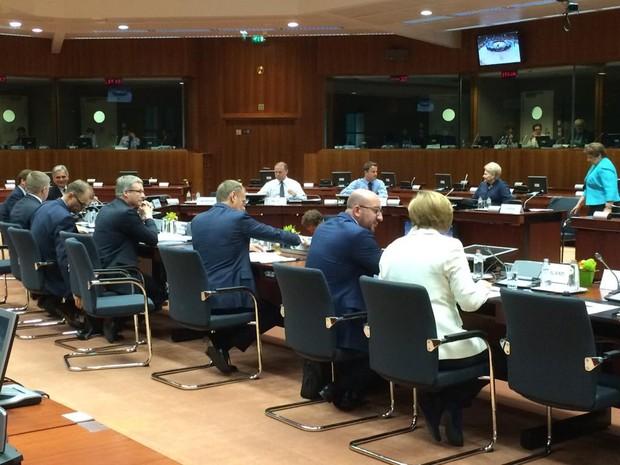 Líderes de estado e de governo da zona do euro se reúnem no Eurosummit, em Bruxelas, para definir ajuda à Grécia. A imagem é do twitter de Donald Tusk, presidente do Conselho Europeu (Foto: Reprodução/Twitter Donald Tusk)