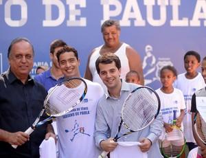tênis Fabiano de Paula escolinha Rocinha governador Pezão secretário de esportes Marco Antonio Cabral (Foto: AGIF)