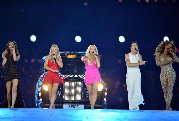 AS SPICE GIRLS EM UM REVIVAL EM 2012 (Foto: Getty Images)