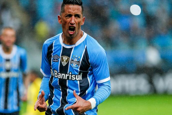 Lucas Barrios marca contra a Ponte Preta (Foto: Lucas Uebel / Grêmio, DVG)