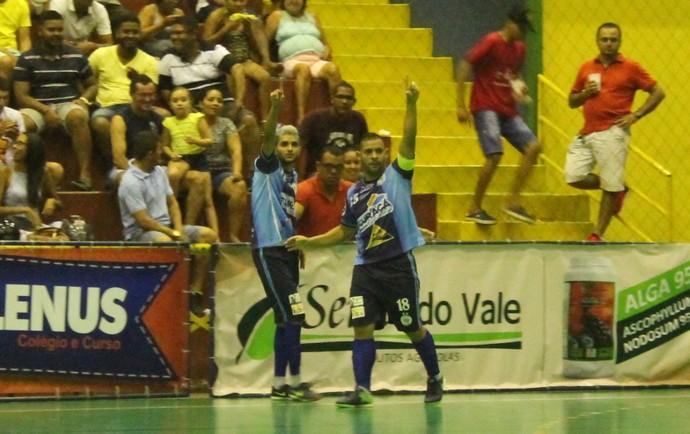 Lucas e Thopmson fizeram os gols da vitória do Curaçá (Foto: Amanda Lima)