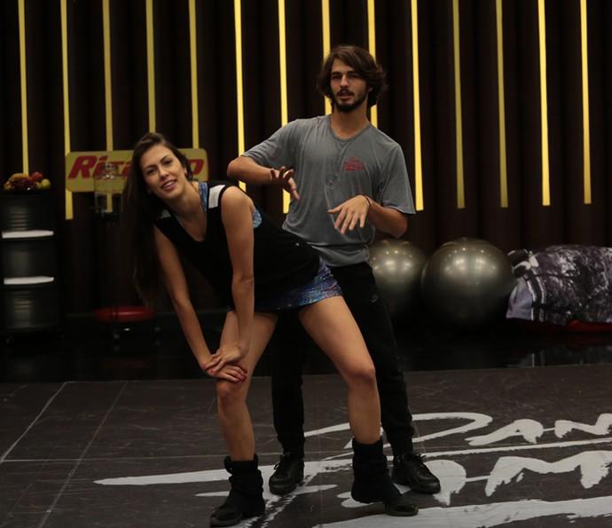 Ator chegou a criar um passo novo para a dança (Foto: Isabella Pinheiro/Gshow)