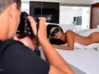 Veja os bastidores do ensaio da Garota do Pontal, a mascara do 'BBB', para o Paparazzo