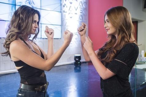 Juliana Paiva e Marina Ruy Barbosa (Foto: Cauiá Franco/ TV Globo)
