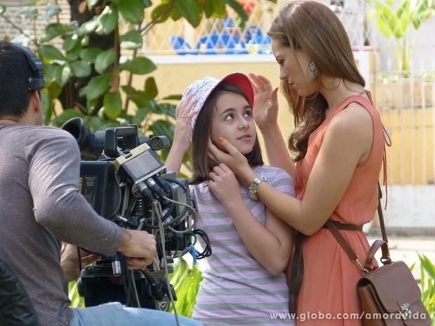 Mas na hora do gravando, as duas ficam compenetradas e arrasam na cena (Foto: Amor à Vida/TV Globo)