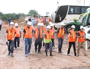 Visita de técnicos da Fifa e COL a Manaus (Foto: Frank Cunha /GLOBOESPORTE.COM)
