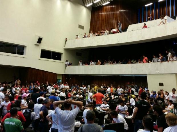 Servidores continuam acampados dentro da Assembleia Legislativa, em Curitiba (Foto: Fernanda Fraga/RPC)