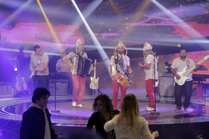 Banda fez os jurados dançarem no programa (Foto: Ellen Soares/Gshow)
