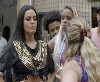 Ninfa de mete na confusão e Adisabeba diz que as duas vão ter que morar juntas (Foto: TV Globo)