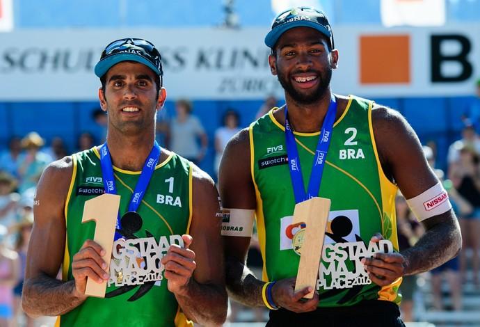 Pedro Solberg (esq) e Evandro atuarão pela primeira vez no dia 7 de agosto (Foto: Divulgação/FIVB)