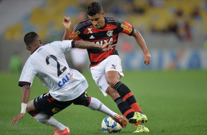 Ederson Flamengo x Atlético-PR (Foto: Pedro Martins/Agif/Estadão Conteúdo)