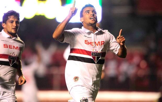 Jadson comemora gol do São Paulo contra o Nacional de Medellín (Foto: Marcos Ribolli)