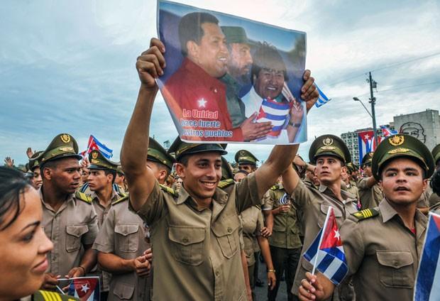 Hugo Chávez foi lembrado no 1º de Maio em Cuba (Foto: AFP)