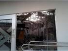 Agência bancária fica destruída após explosão de caixas eletrônicos em GO