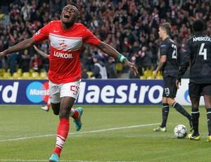 Emmanuel Emenike comemora gol do Spartak (Foto: Reuters)