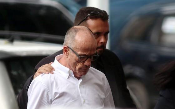 Aloysio Neves chegando na Polícia Federal (Foto: Fabiano Rocha / Agência O Globo)