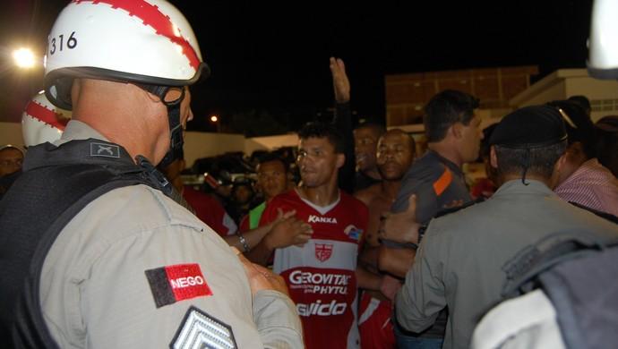 Confusão: Após derrota para o Treze, jogadores do CRB reclamam de agressão no PV