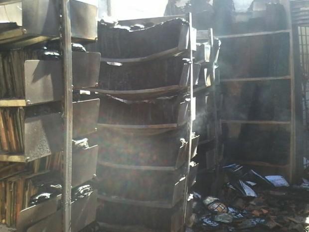 Resultado de imagem para escola incendiada em goias[