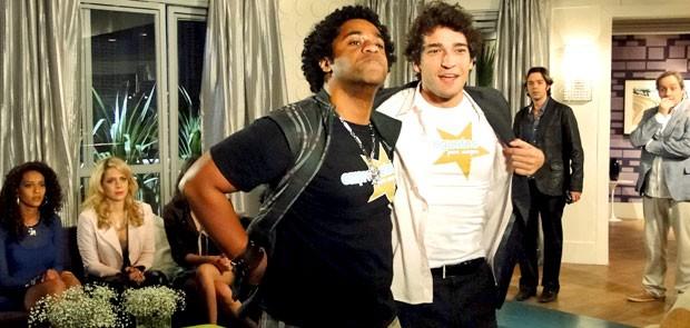 Kleiton e Elano se unem para criar campanha Empreguetes para Sempre (Foto: Cheias de Charme / TV Globo)